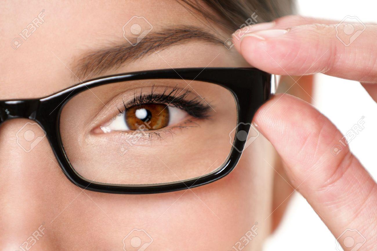 Primer Plano Gafas Gafas De Los Ojos De La Mujer La Celebración De ...