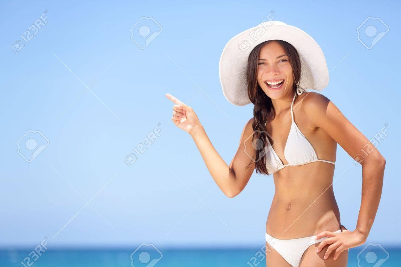 Фото женщин на пляже в бикини и без 6 фотография