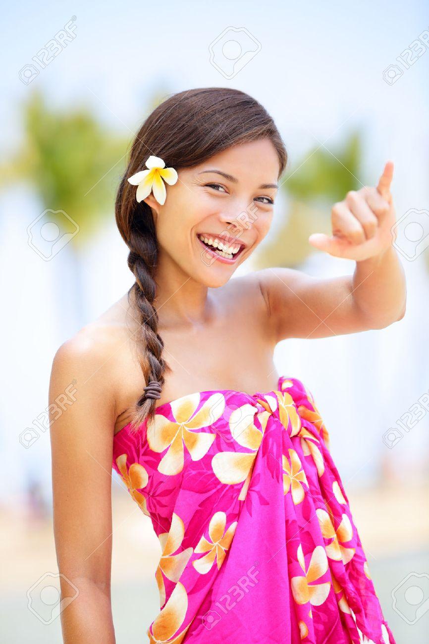 Hawaii Strand Frau Macht Hawaiian Shaka Handzeichen Hübsch Und