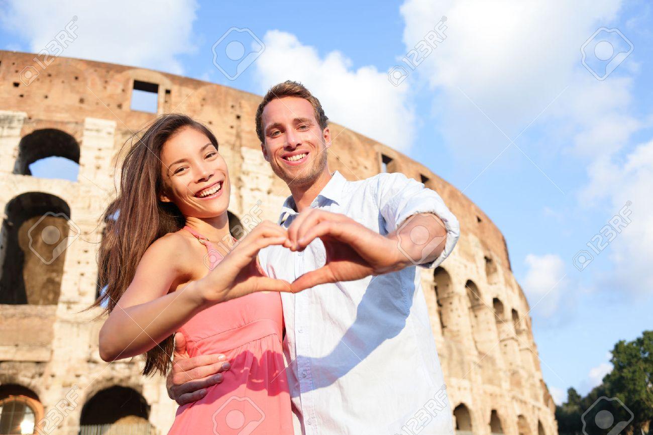 Super Couple Voyage Romantique à Rome Par Le Colisée, Italie. Amoureux  IQ27