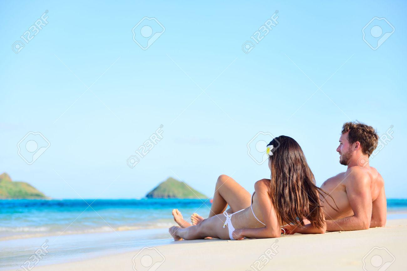 Взрослые на пляже