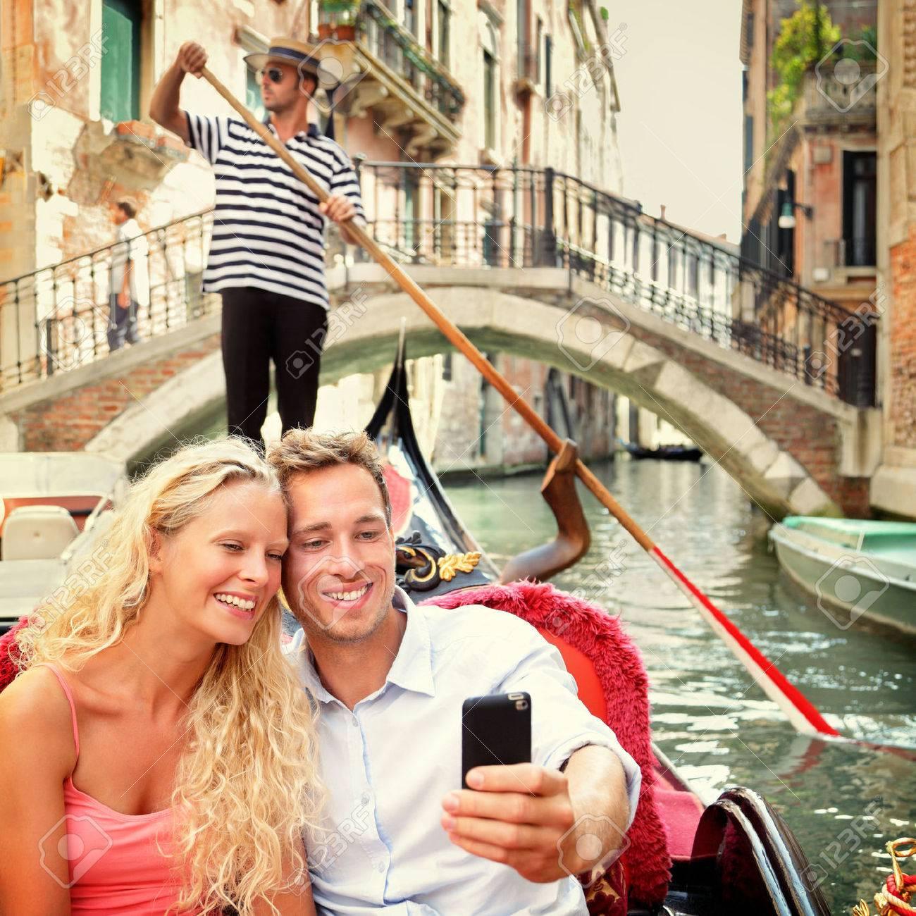 Connu Quelques Selfie En Gondole Sur Vacances Voyage Venise. Belles  GK39