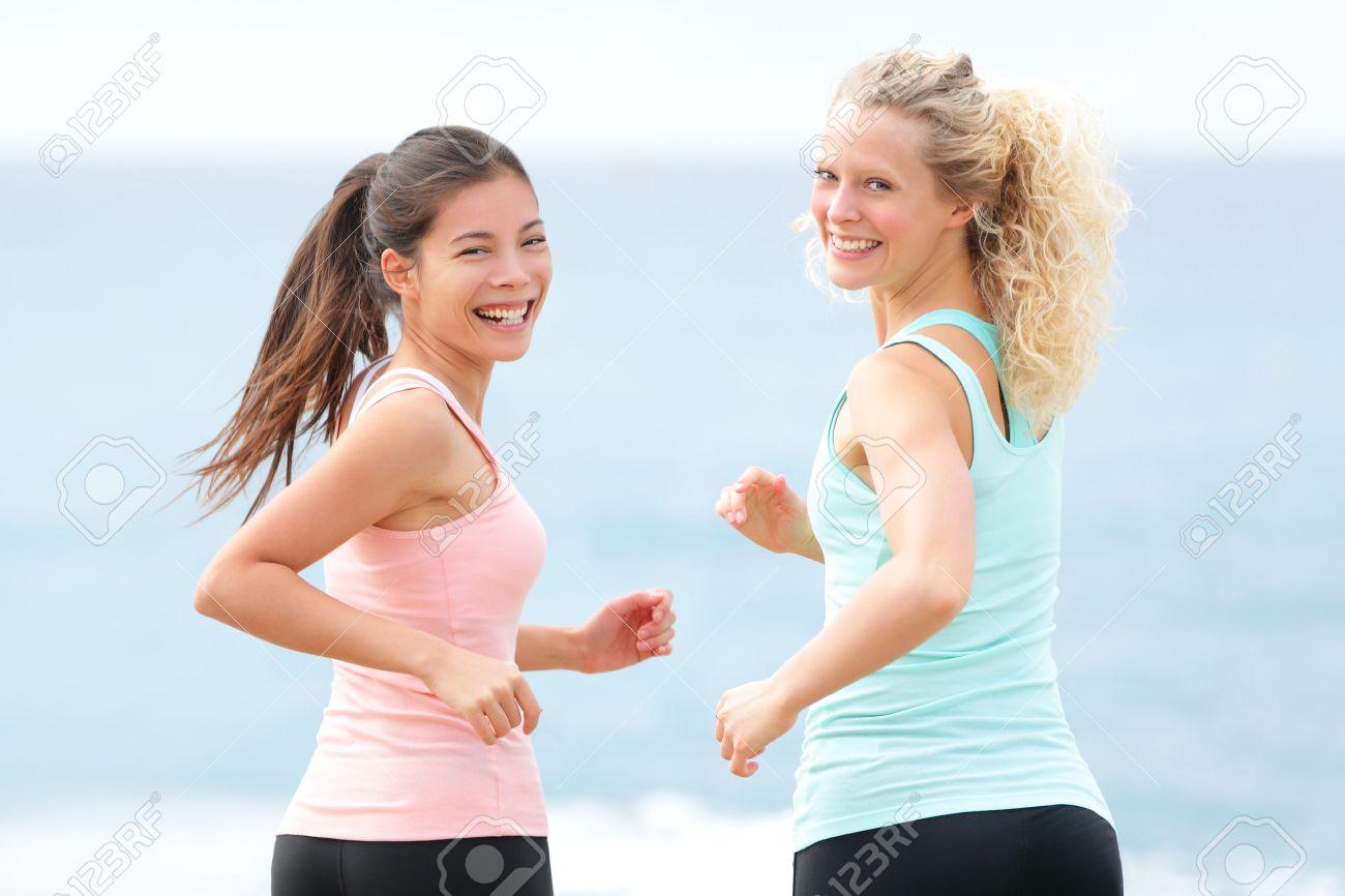 女性運動を実行しています。2 つ...