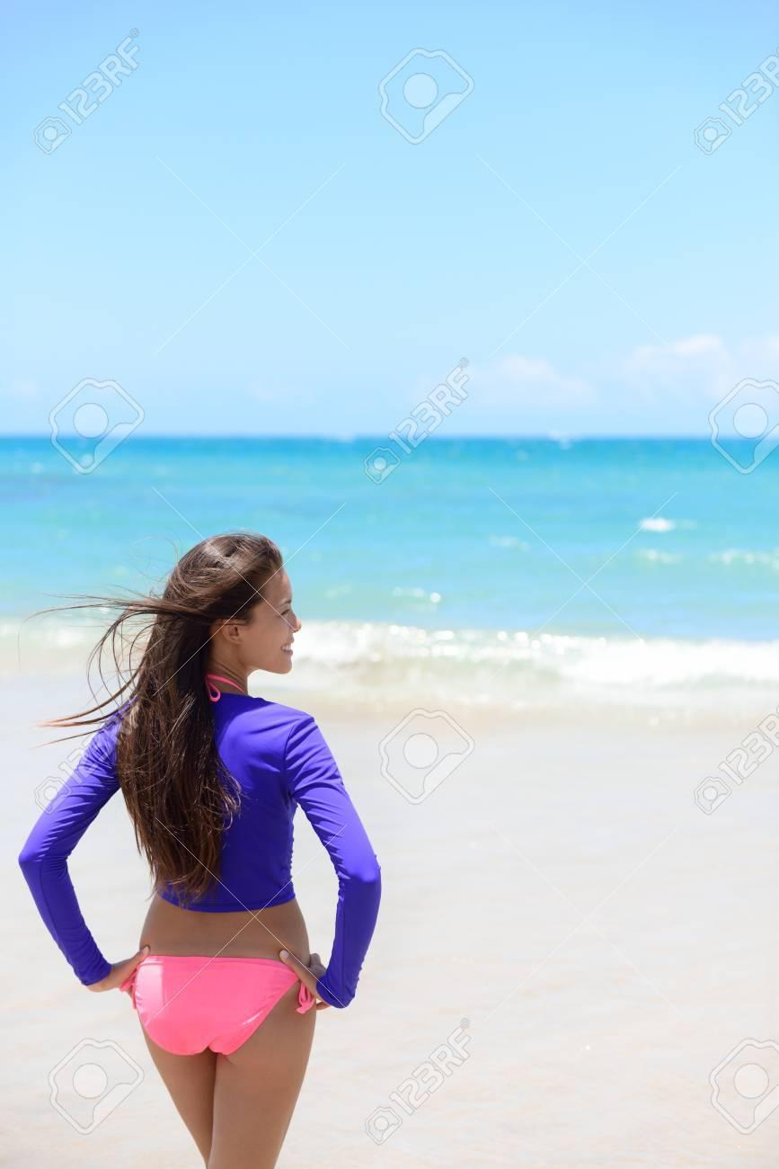 Mirando Olas Baño Que Piel De Los Relaja Erupciones T Para Mujer Del Shirt Lycra Playa Sol Las Proteger Contra La Traje Protector Se Y En srtdhQC