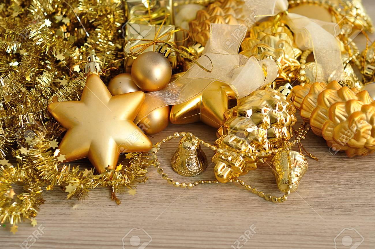 Decorazioni Natalizie 94.Immagini Stock Una Varieta Di Decorazioni Dorate Dell Albero Di Natale Visualizzate Con Canutiglia Dorata Image 94744888