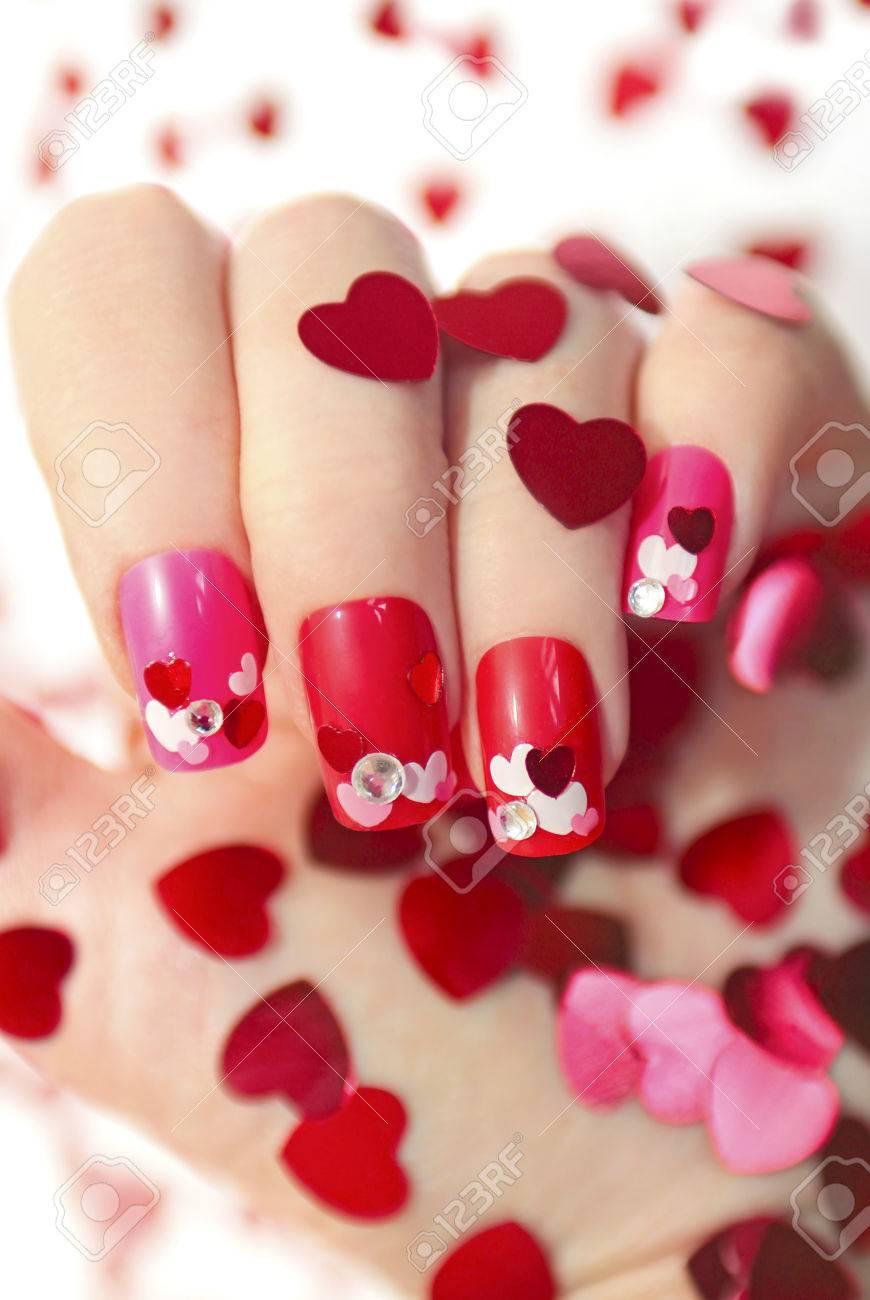 Wunderschön Nageldesign Rot Dekoration Von Mit Verschiedenen Pailletten In Form Von Herzen
