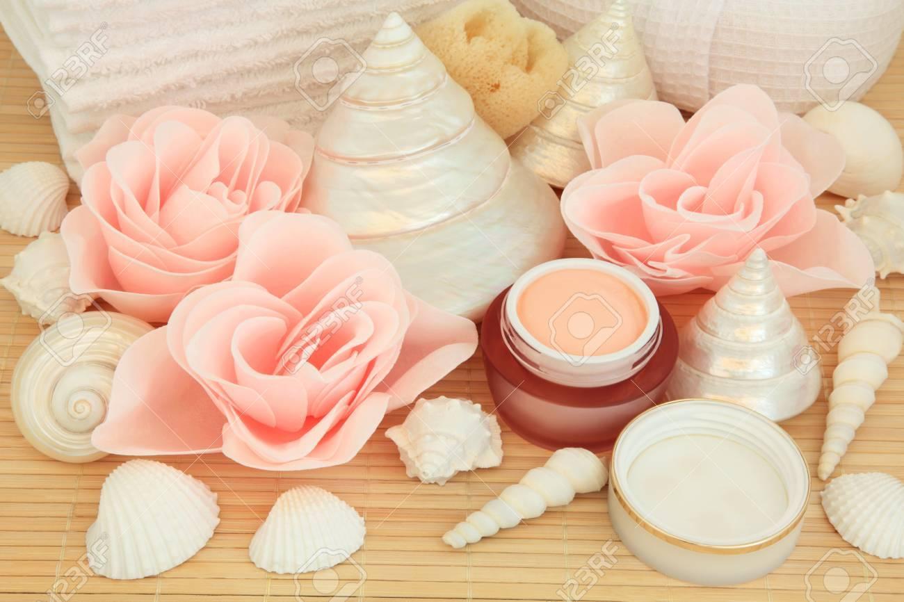 Badkamer Accessoires Roze : Badkamer accessoires met roze spa zeep bloemblaadje knoppen en