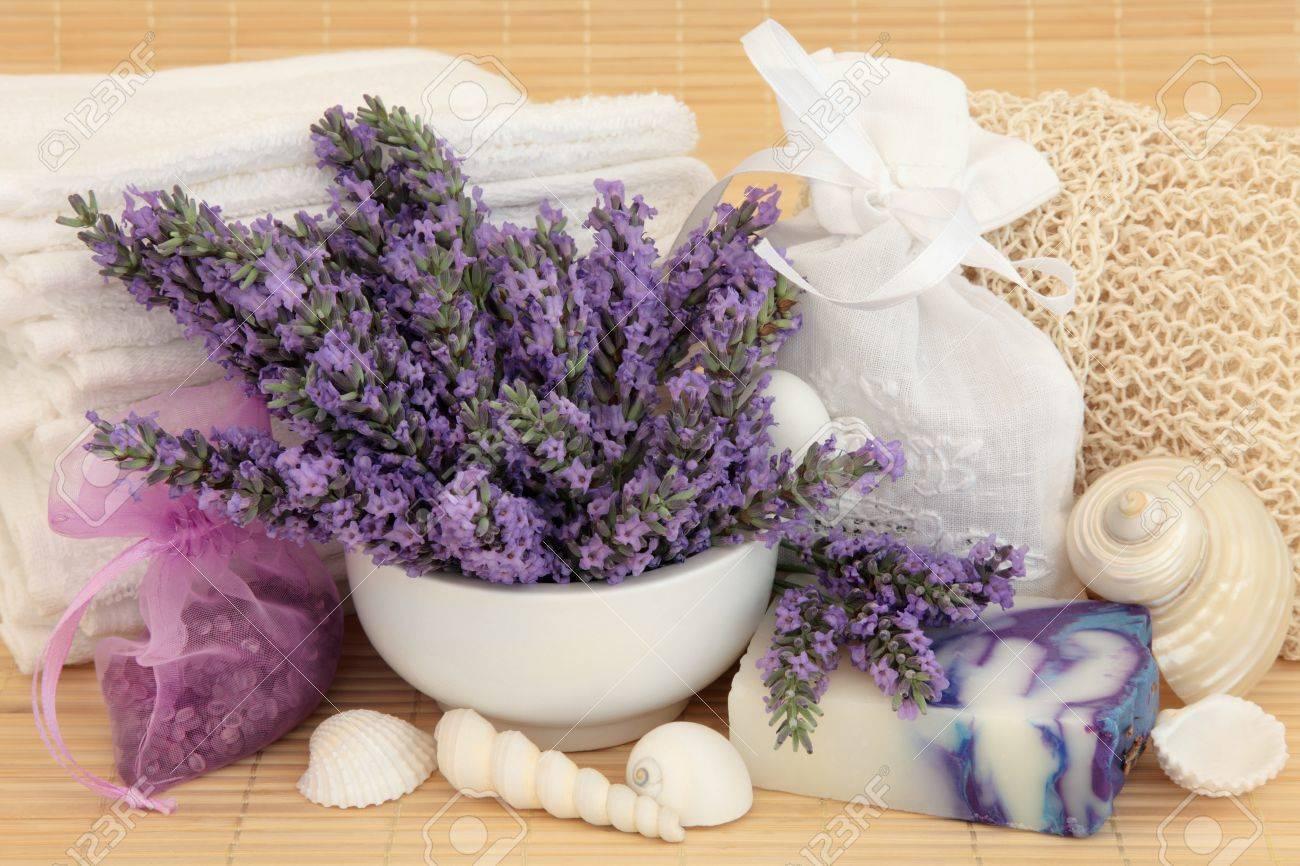 Immagini stock lavanda erbe rametti di fiori sapone sali da
