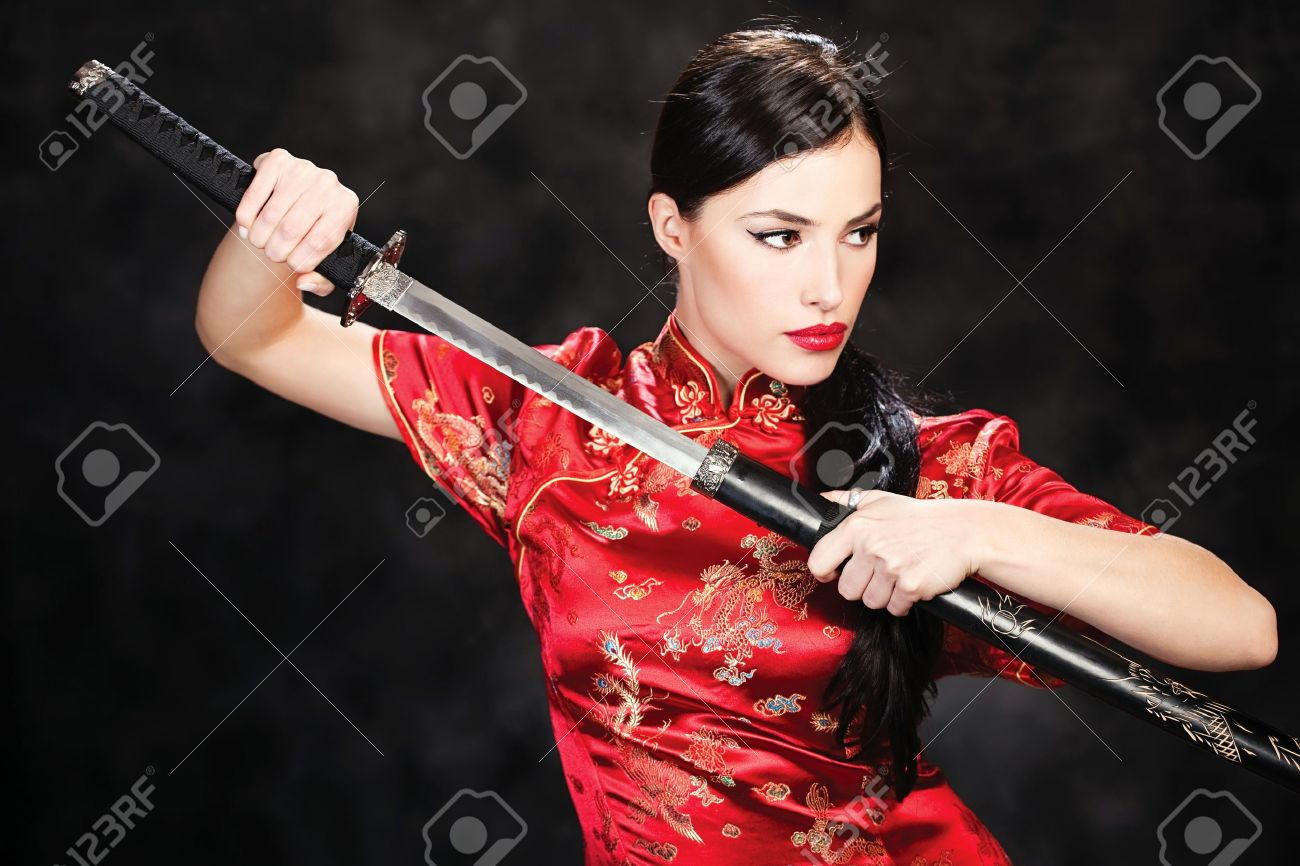 beautiful girl dressed in a kimono with katana in her hands Stock Photo - 15191549
