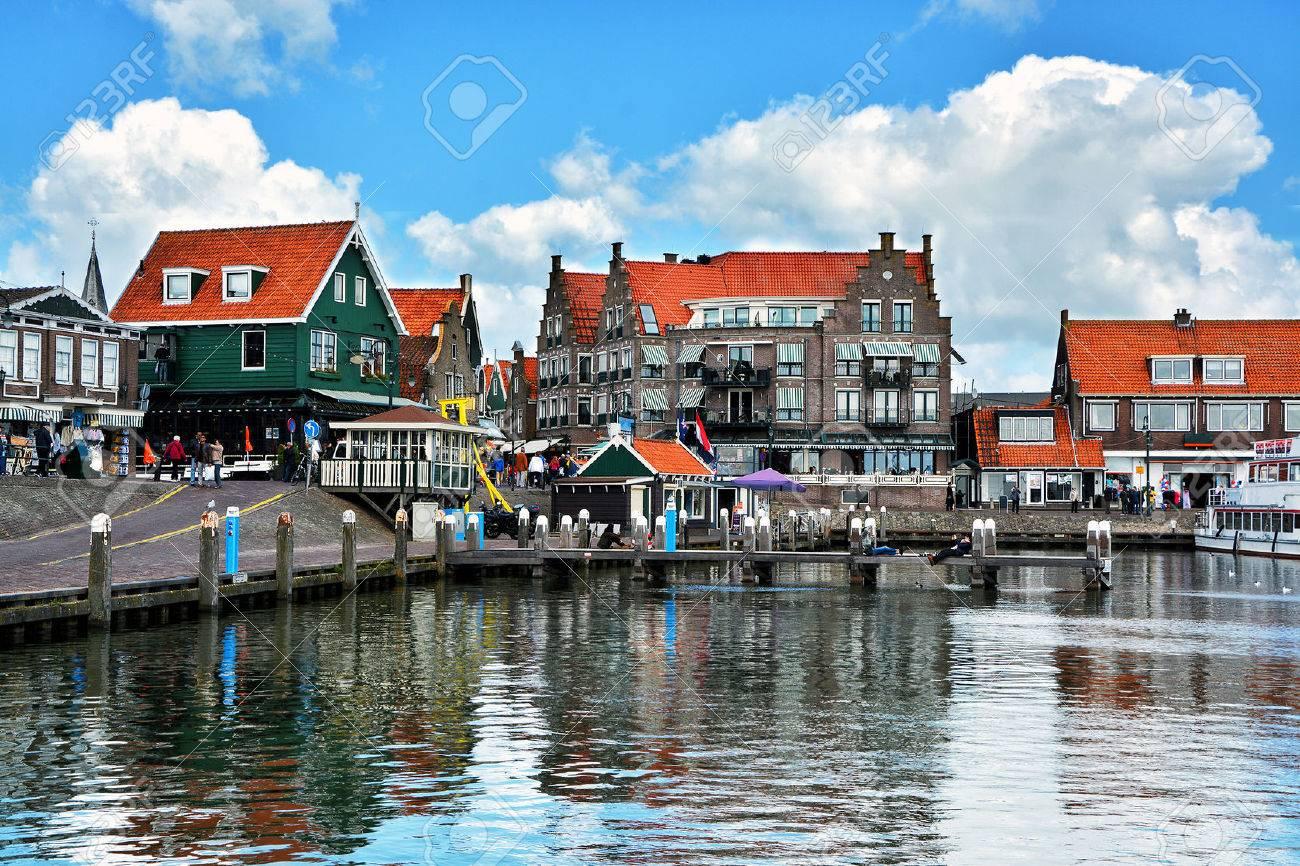 volendam pueblo pesquero holands pequea ciudad en el norte de holanda cerca de