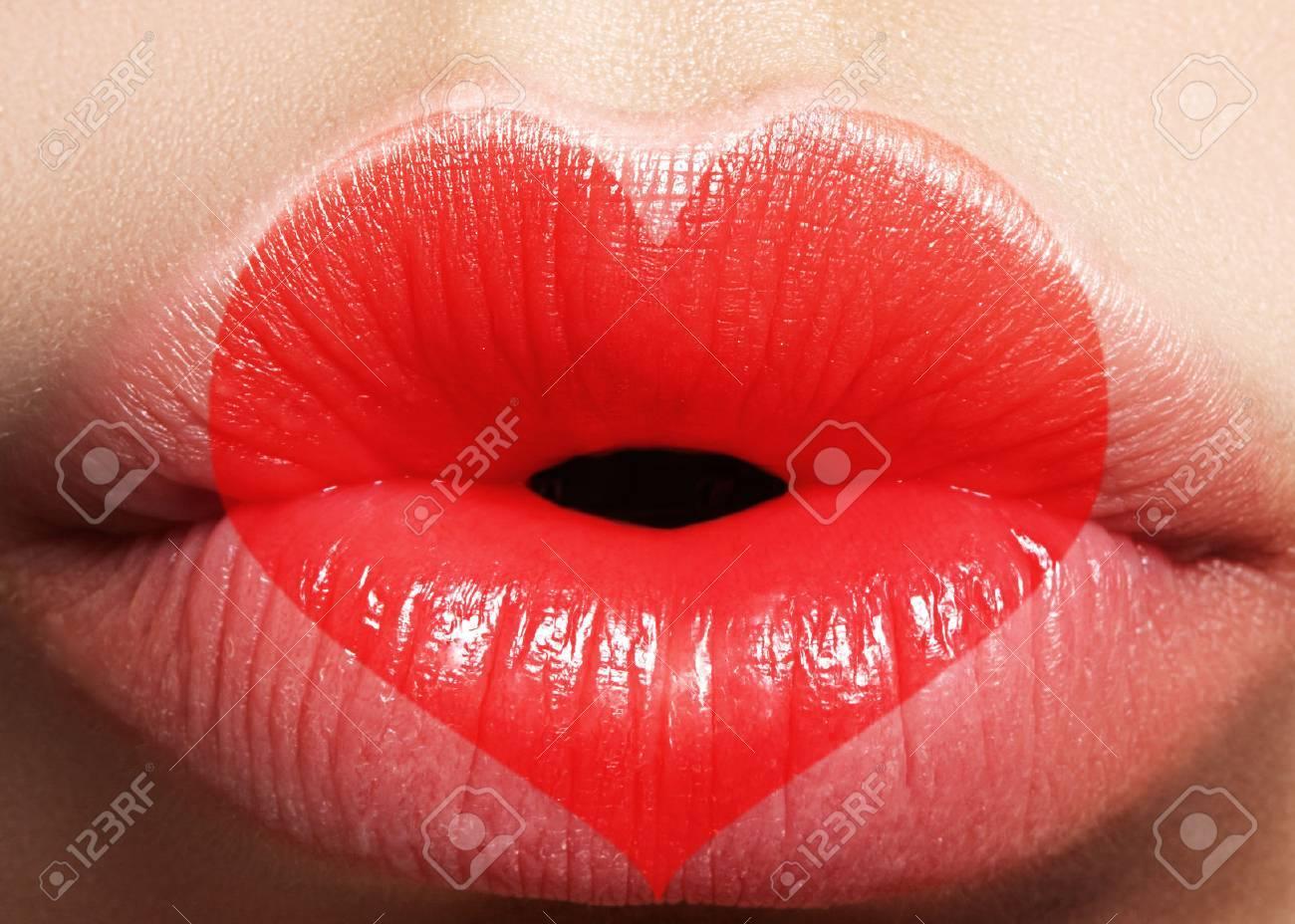 Coeur Saint Valentin Sur Les Belles Levres Feminines Doux Baiser Amour Maquillage Pour Valntines Day Coeur De Forme Mignon Comme Symbole De L Amour Celebrez Le Maquillage Pour Les Levres Sur Un Shoot Macro