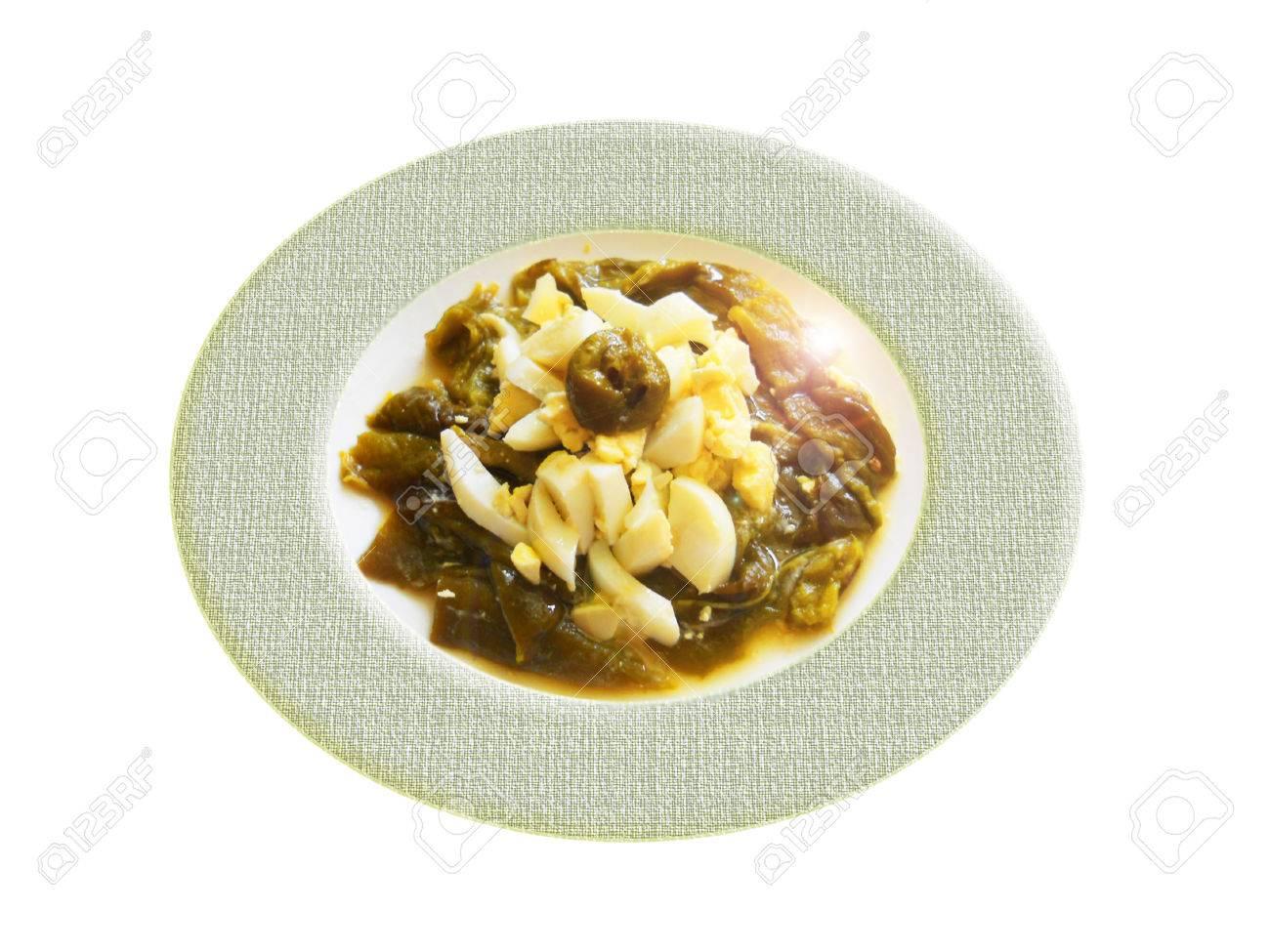 pimiento verde cocida al horno con huevo cocido. Composición Foto de archivo - 36313157
