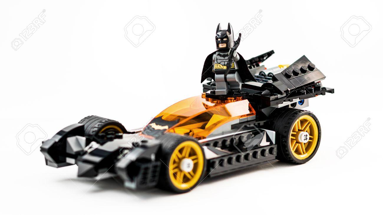 Lego Con ZagrebCroacia Blanco Diciembre2015Juguetes Batman De 25 Sobre BatimóvilFoto El Estudio Fondo eHDY9W2IEb
