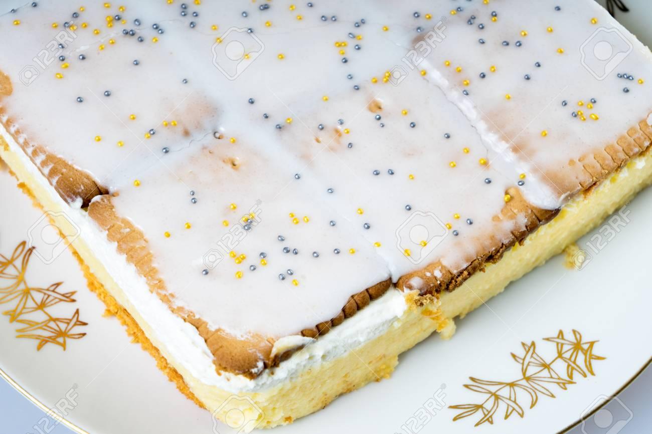 Leckeren Kuchen Mit Quark Sahne Fullung Lizenzfreie Fotos Bilder