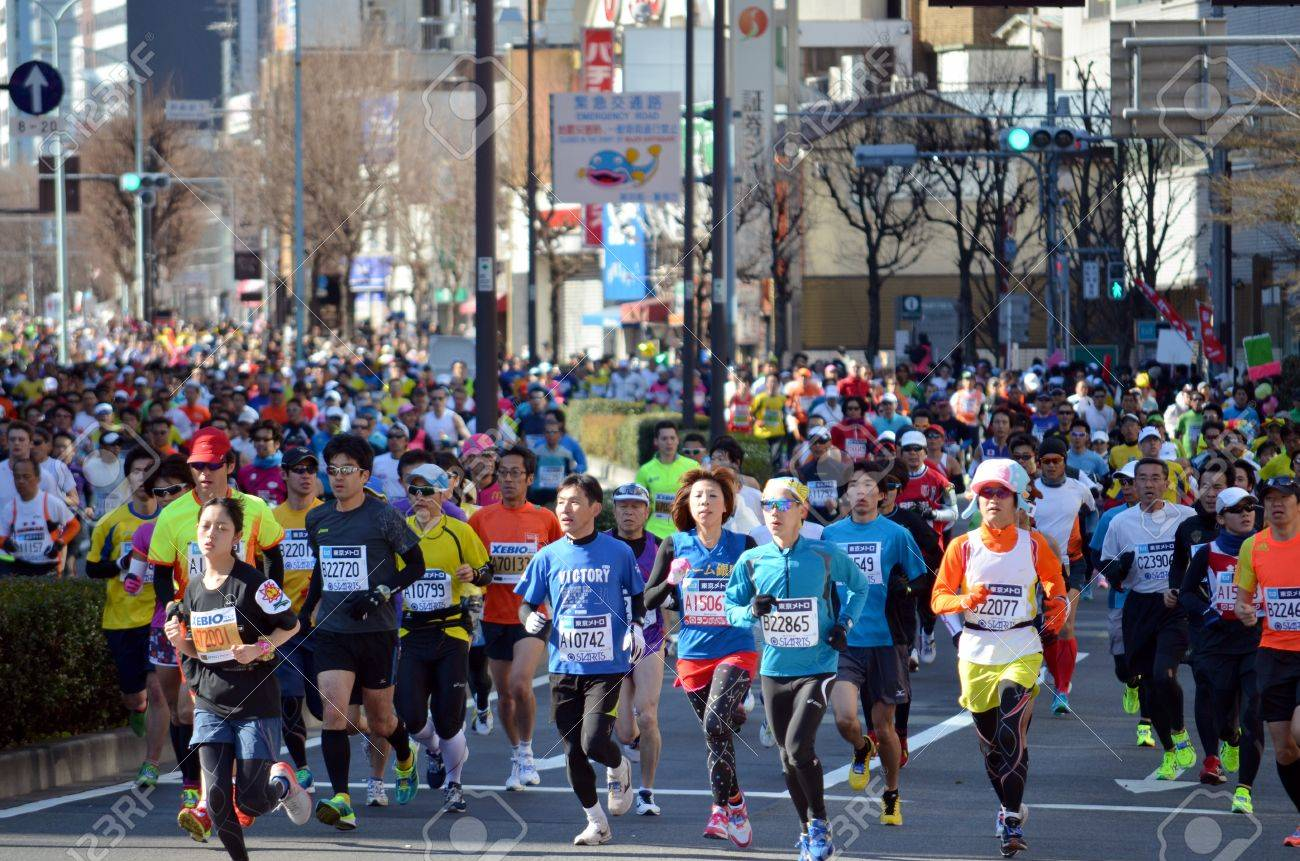 The runner who participates in the Tokyo marathon and will run to it in Tokyo, Japan, and February 24 2013 year, - 18171793