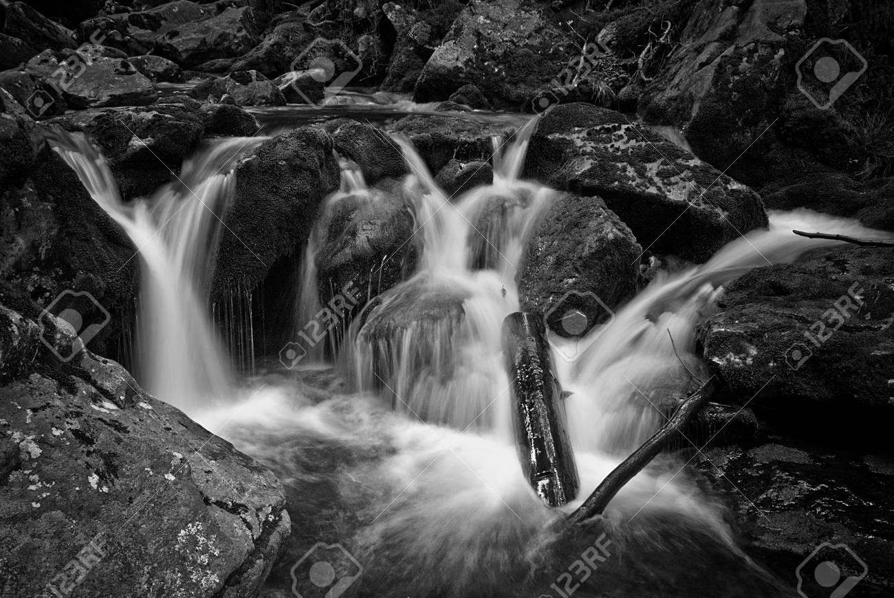 Wasserfall Standard-Bild - 15265485