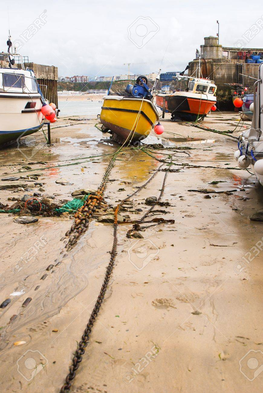 Picturesque fishing village and harbour in Cornwall, England Standard-Bild - 16030852