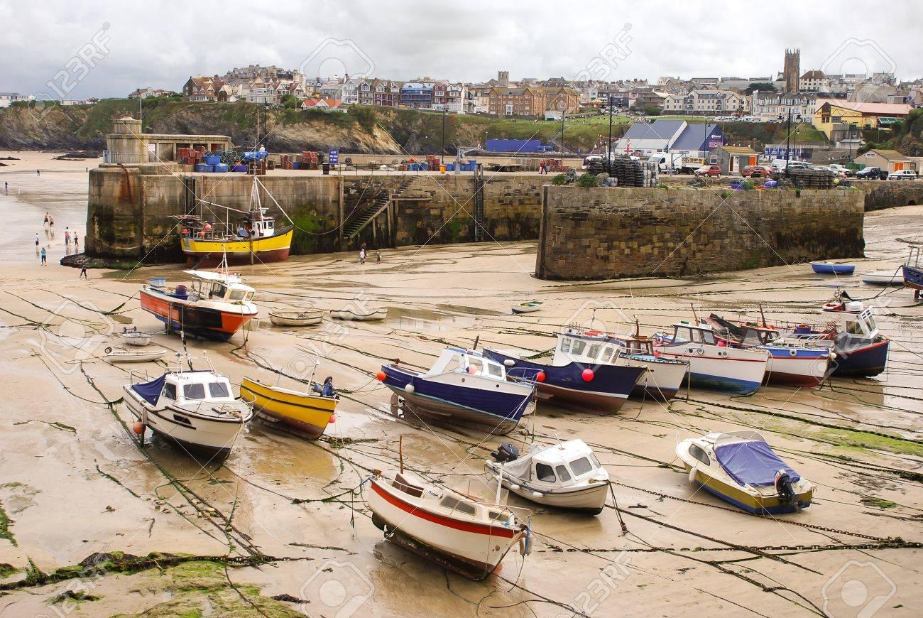 Malerisches Fischerdorf und Hafen in Cornwall, England Standard-Bild - 16030901