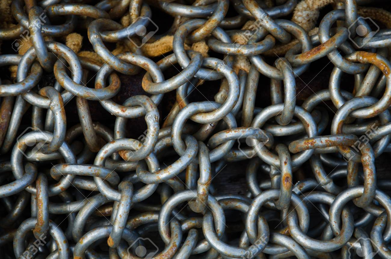 rusty chains Standard-Bild - 16442939
