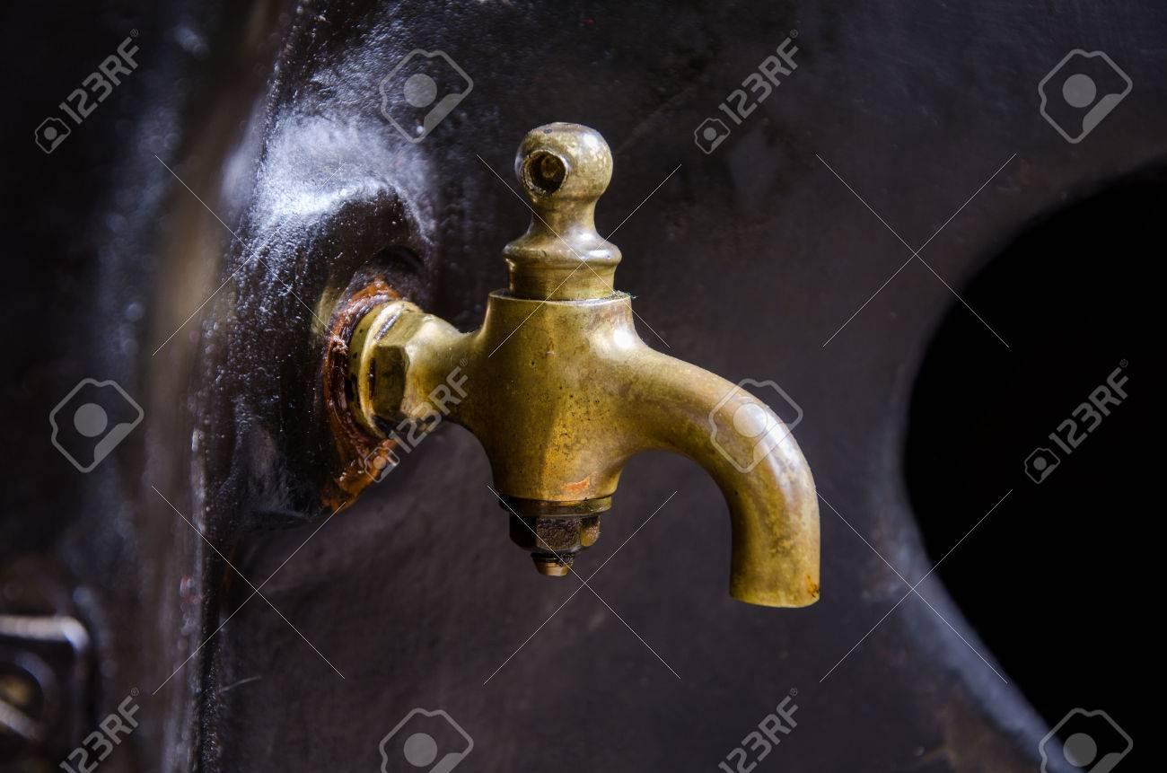 oil cock Standard-Bild - 23364053