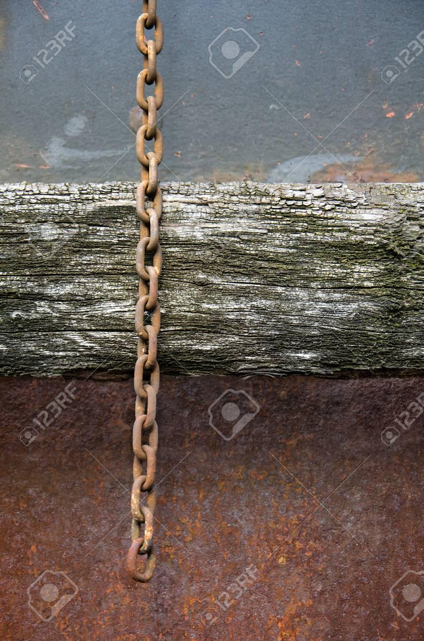 old chain Standard-Bild - 23508251