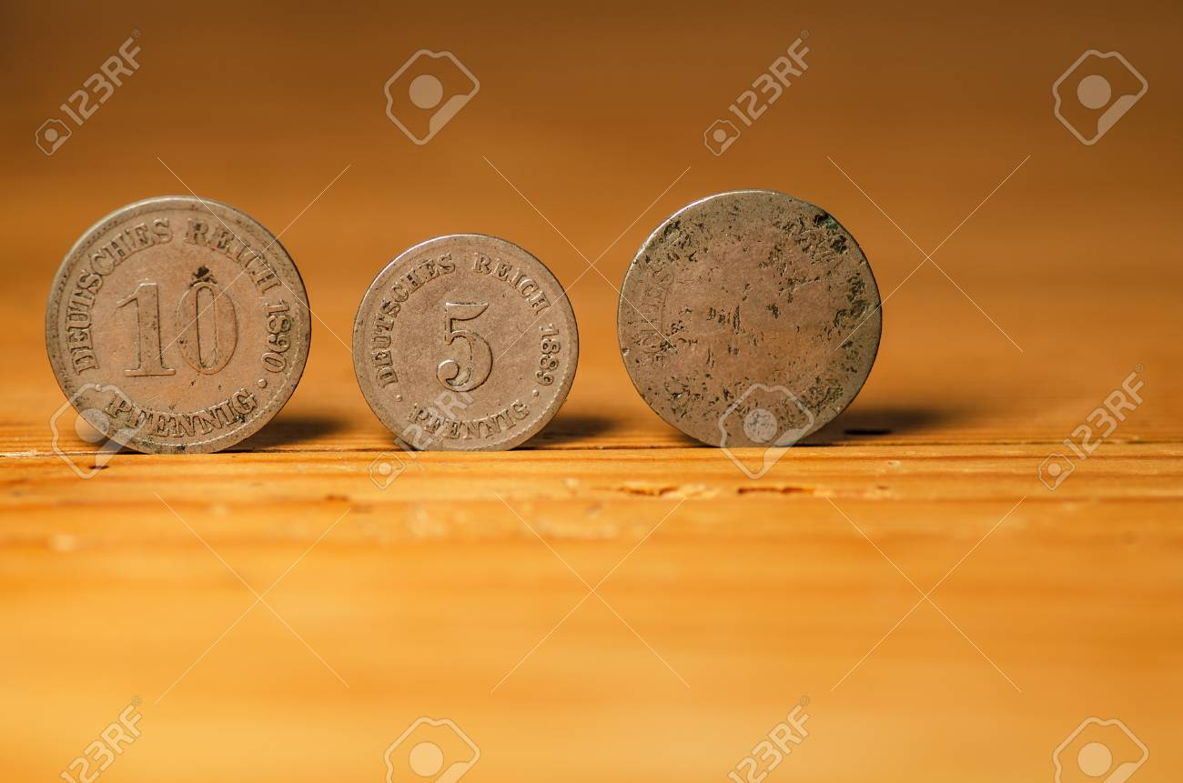 coins Standard-Bild - 24232825