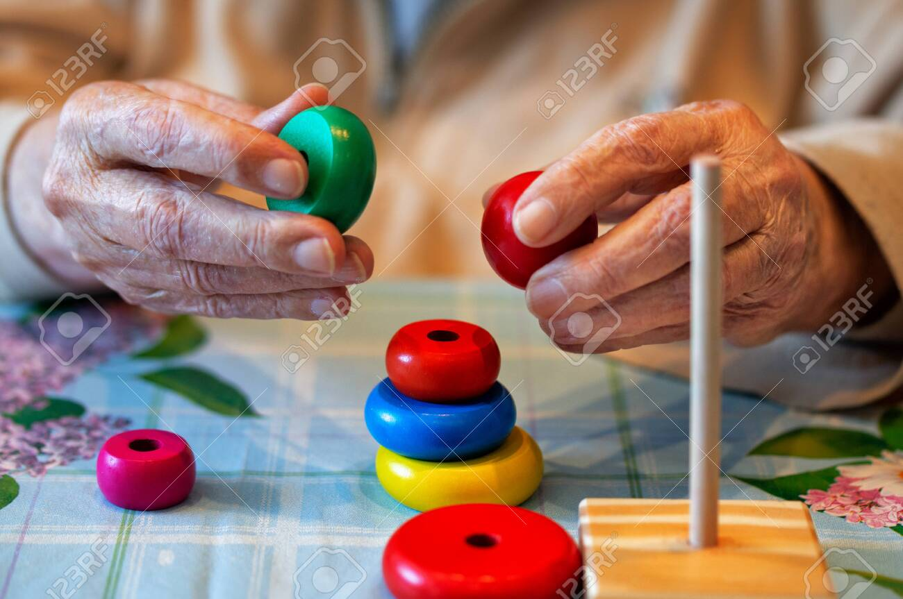 Care for a sick elderly person who has lost memory adaptation skills recovery - 128015190