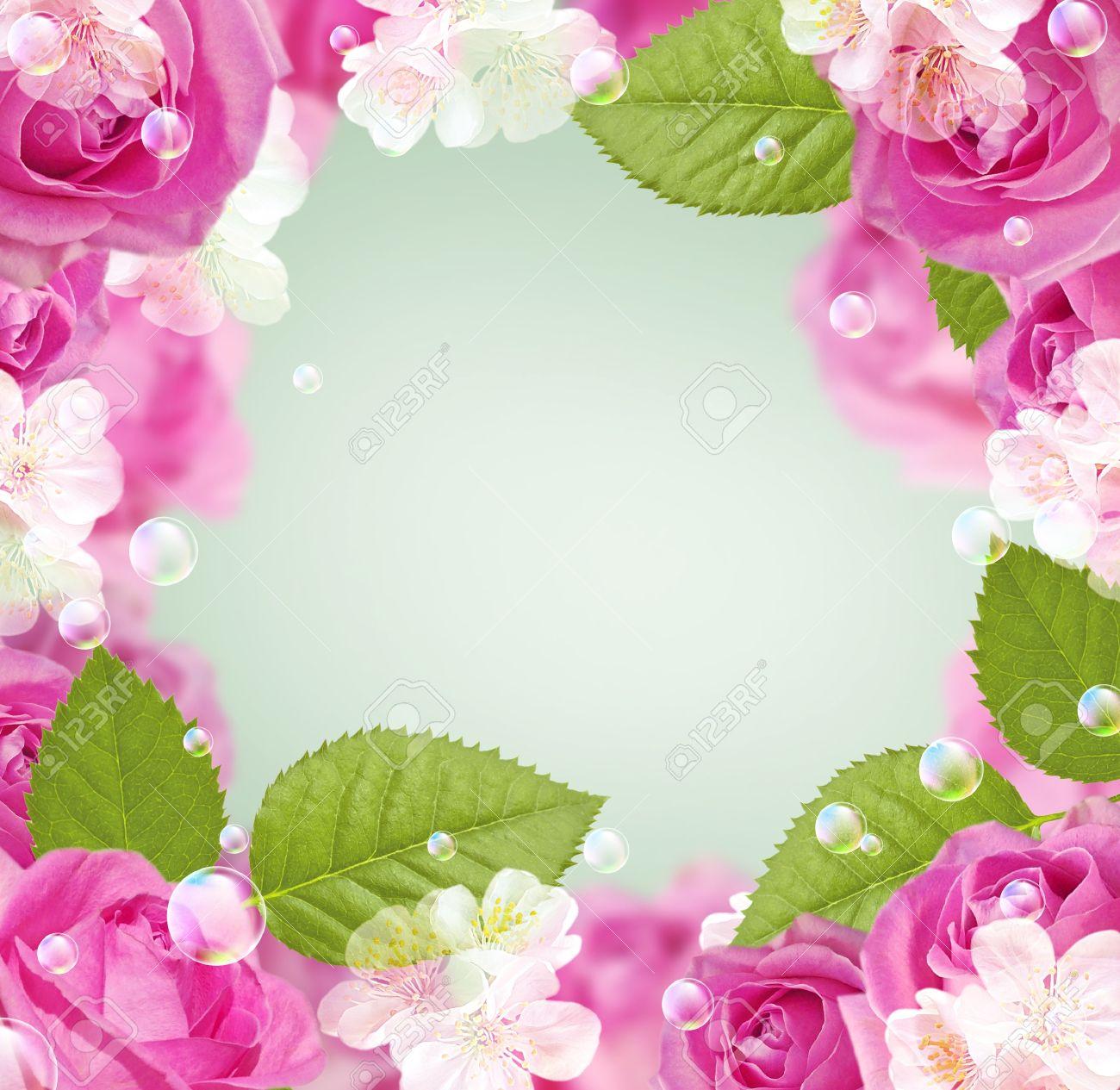 tarjeta con rosas marco flores blancas y burbujas para inserción de