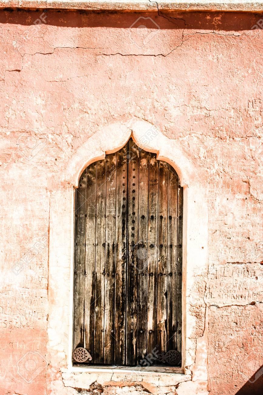 Pavillion Reflection On Menara Gardens Basin At Marrakech, Morocco ...