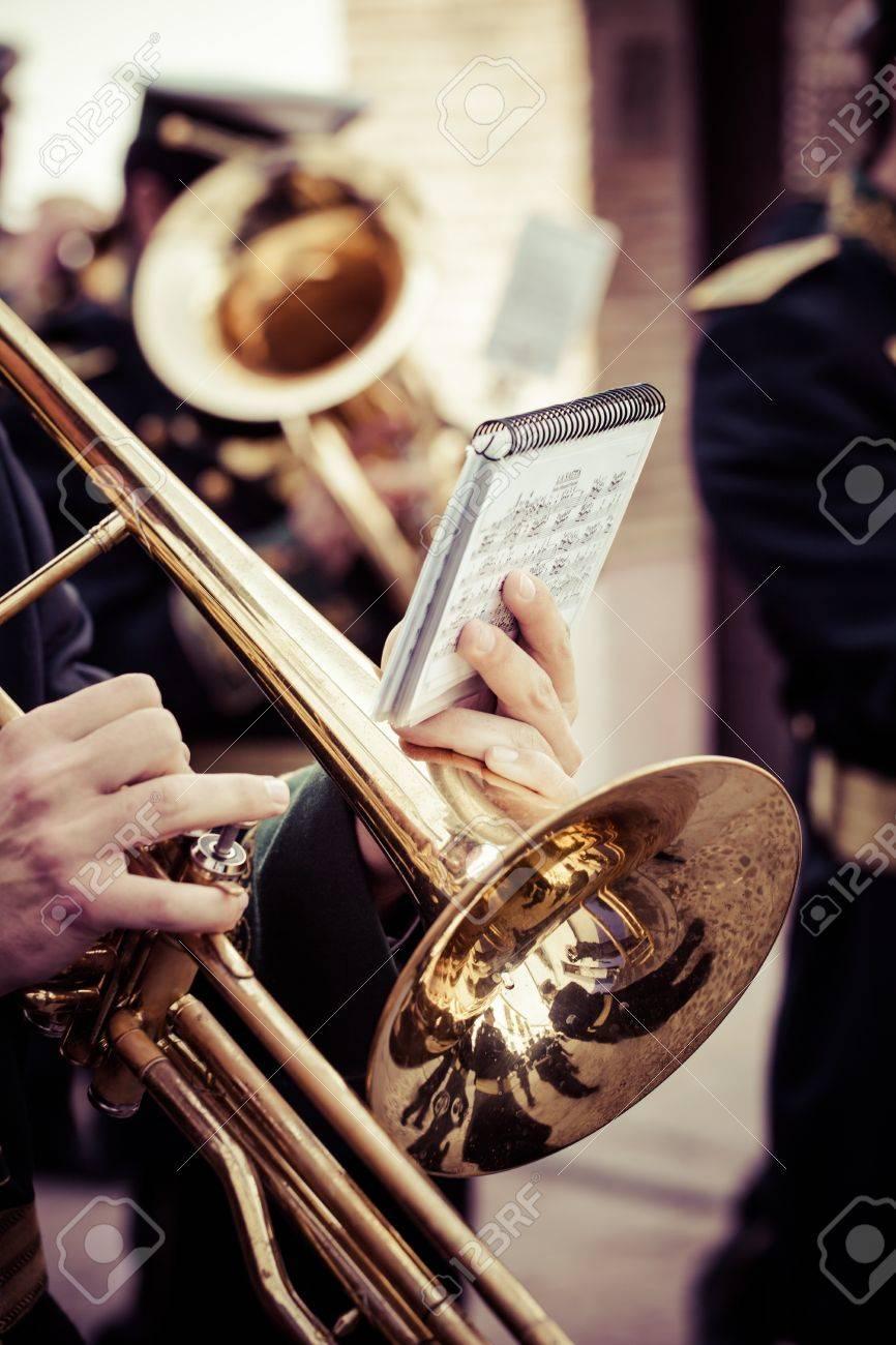 ビンテージ トロンボーン ビッグ バンドで演奏します の写真素材
