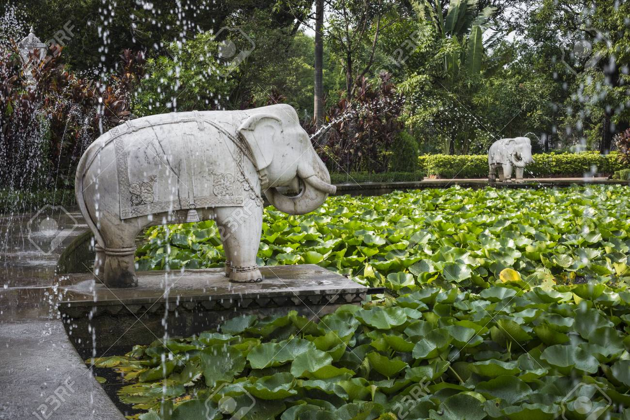Wonderful Saheliyon Ki Bari (Courtyard Of The Maidens) Is A Major Garden In