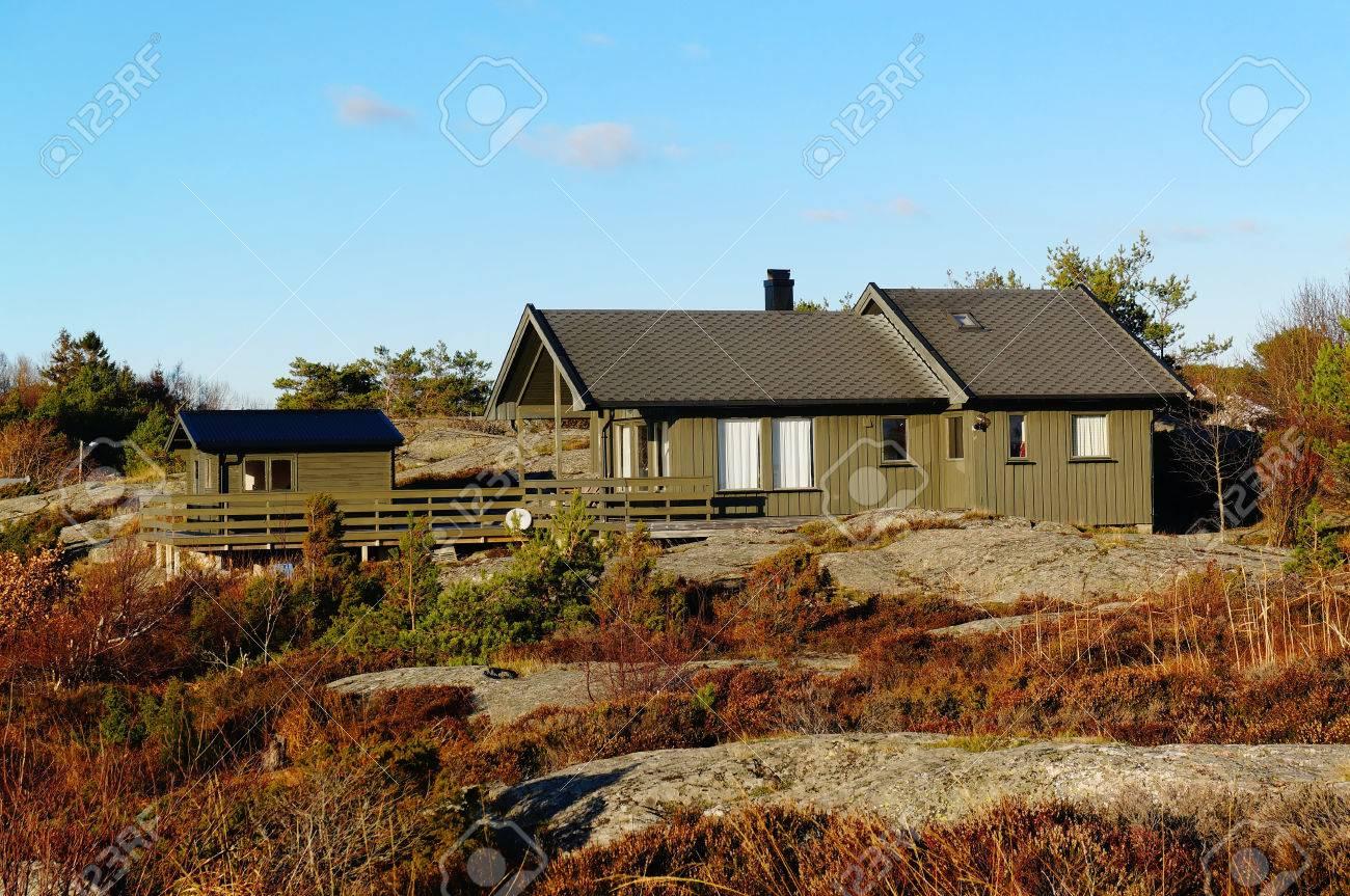 Casa Rural Long Plantas Con Terraza En Las Rocas Costa Del Mar Del Norte Otoño Noruego Región De Telemark De Noruega