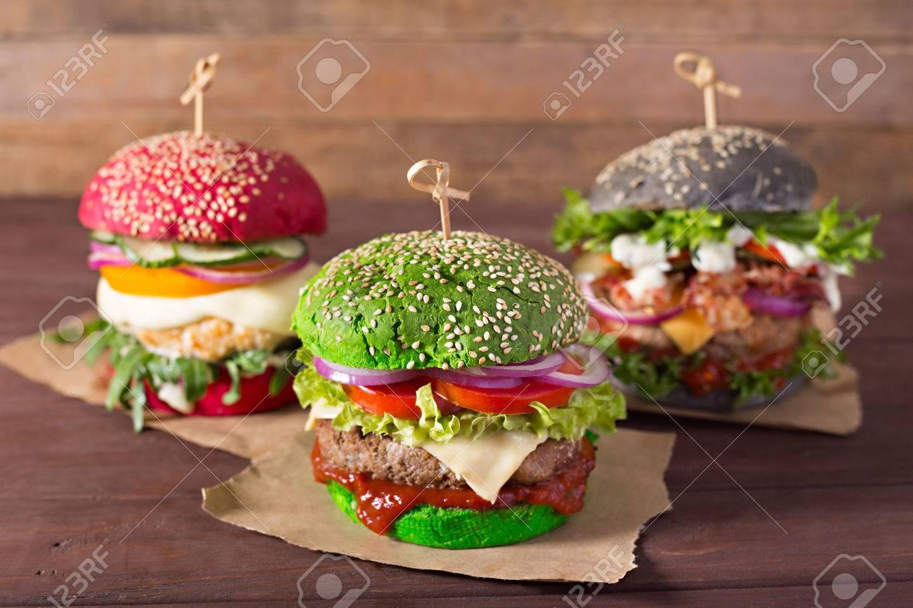 Drei Burger Mit Verschiedenen Brotbrotchen Auf Holz Hintergrund