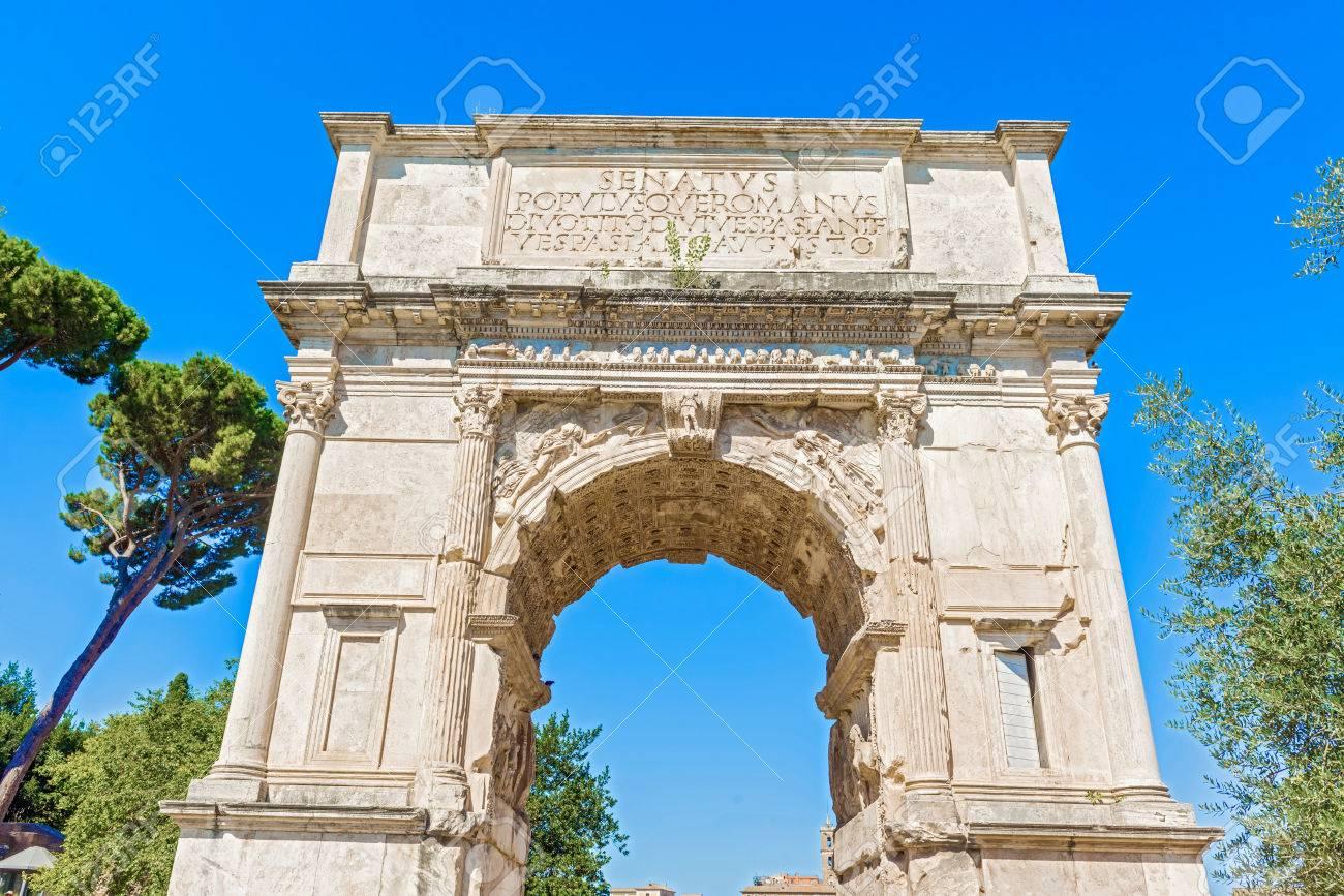 El Arco De Tito Es Un Arco Honorifico Del Siglo Primero Situado En La Via Sacra Roma Justo Al Sur Este Del Foro Romano
