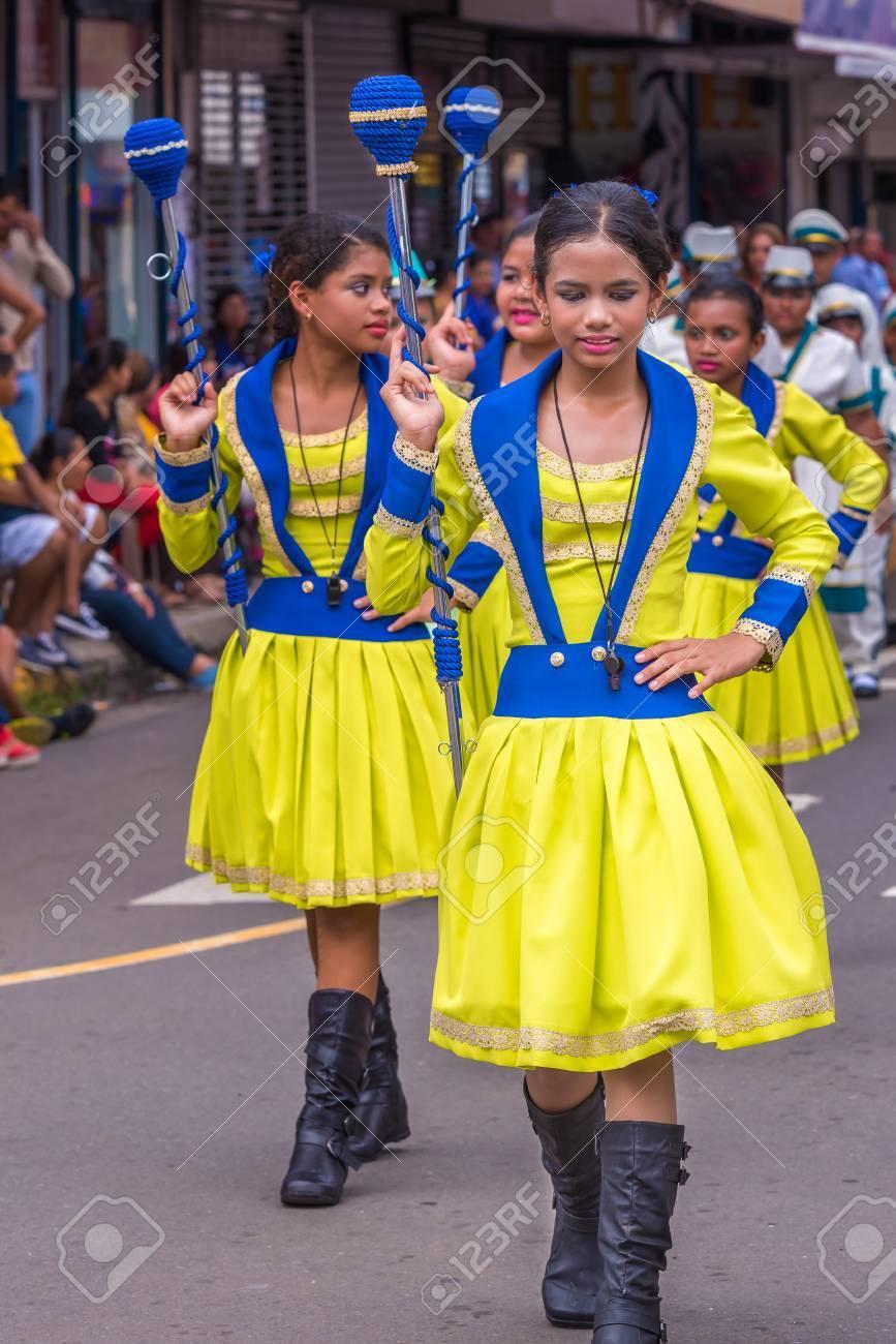 Chitre Panama 19 De Noviembre De 2016 Vestido Con Traje