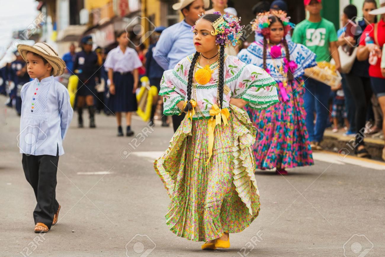Chitre Panama 19 De Noviembre De 2016 Vestidas Con Traje