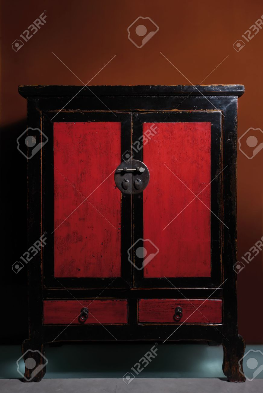 Vintage Chinese cabinet, lacquered red and black wood Stock Photo - 3381302