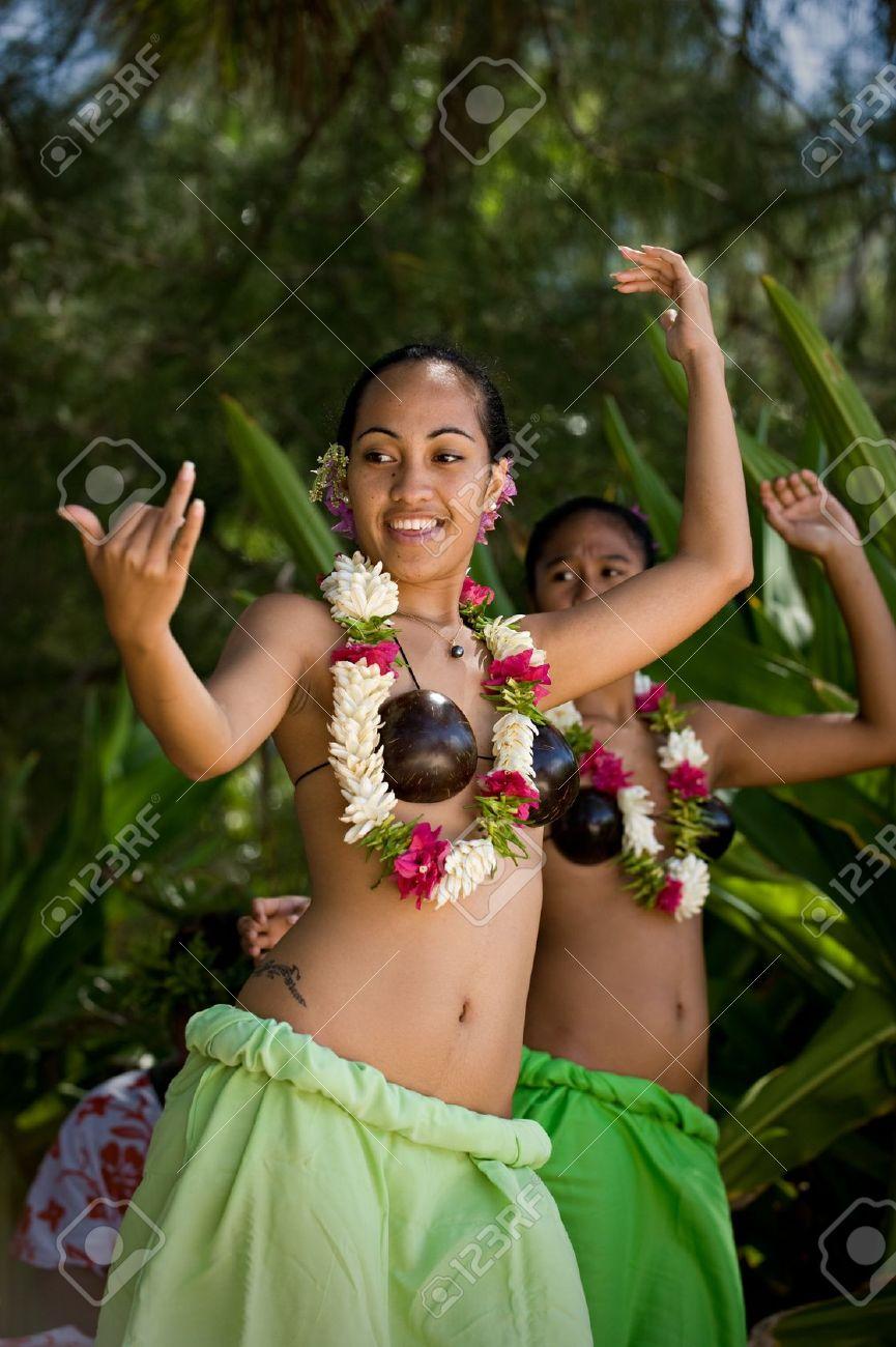 Un 16 Realizar Atuendos Tahitian Para De Bailarines Tahiti Privado Vestidos Con SeptiembreBeautiful Mujeres Tradicionales Grupo Jóvenes n0mNvwO8