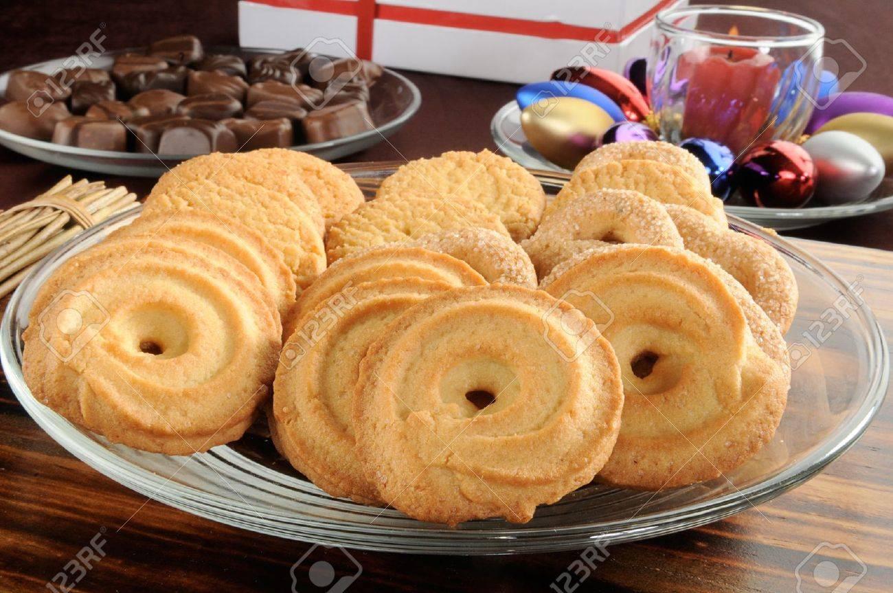 Eine Platte Der Dänischen Butterkekse Mit Schokolade Und Weihnachten ...