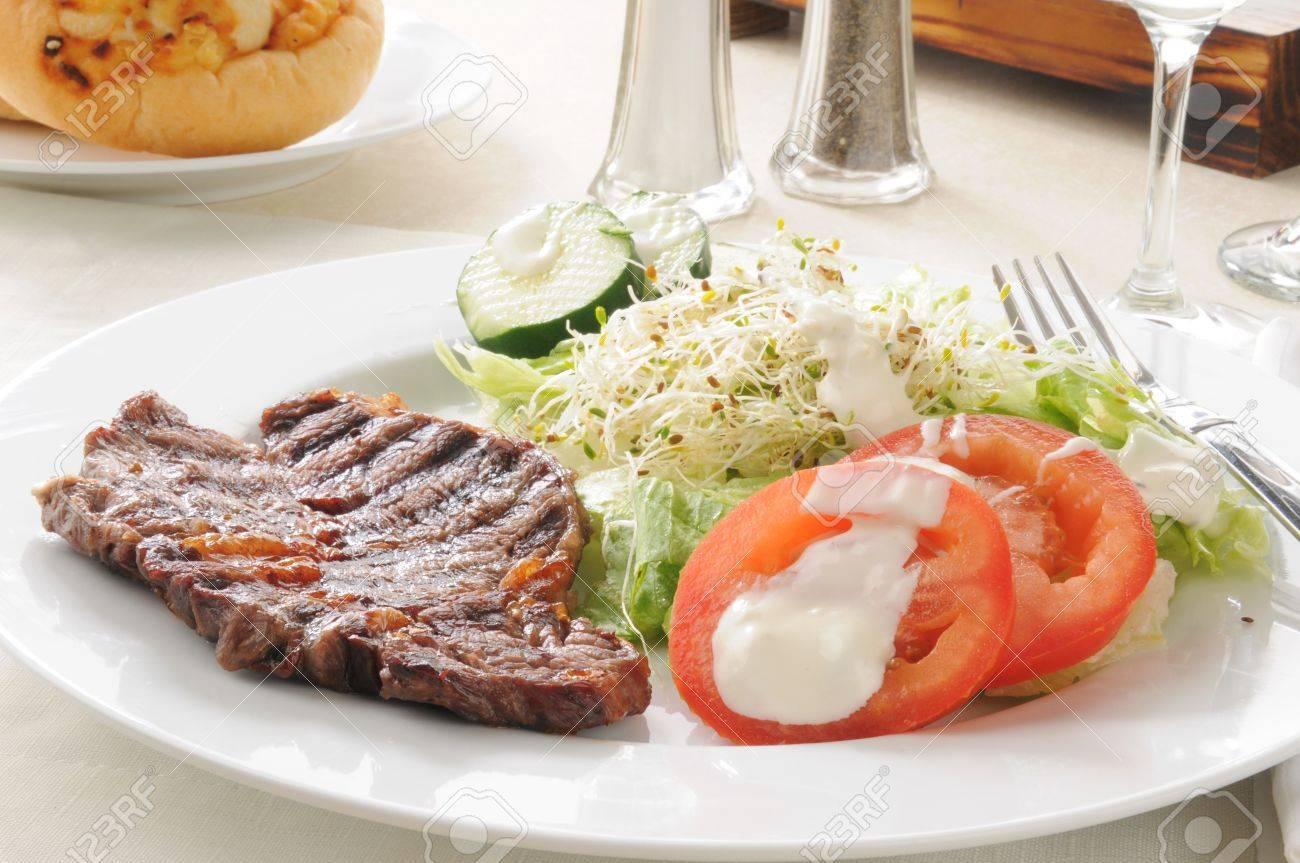 A healthy steak an salad dinner Stock Photo - 15148630