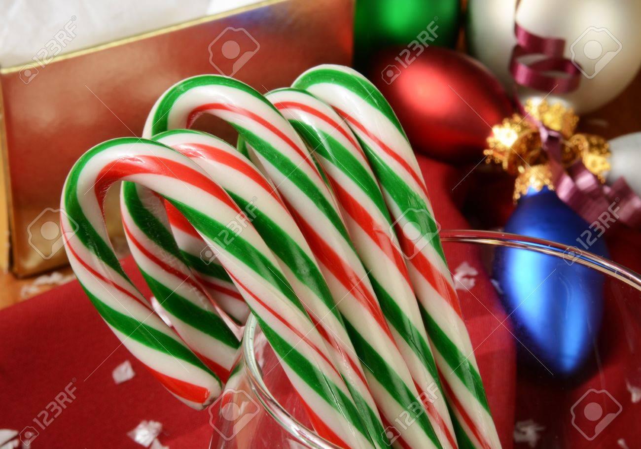 Bastones De Caramelos. Postal Horizontal De Feliz Navidad Con ...