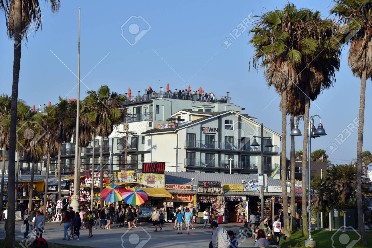 LOS ANGELES, CA/USA - JULY 5, 2019: Tourists crowd the famous Venice Beach Boardwalk on a beautiful summer day - 136576255