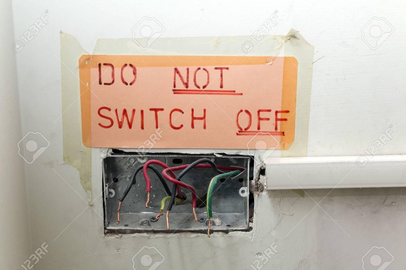 Gefährliche Und Schlechte Qualität Alte Elektrische Verkabelung Mit ...