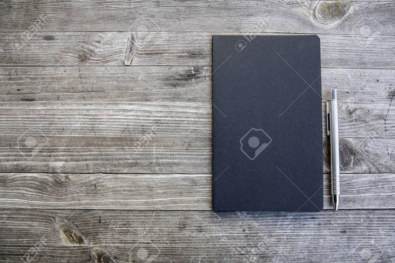 saubere weiße und leere Notebook Standard-Bild - 47225527