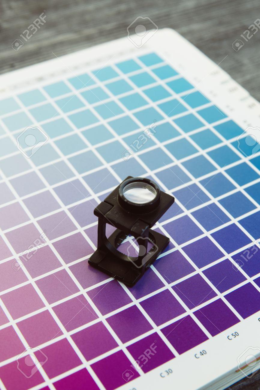 CMYK-Farbmanagement-Fadenzähler Druckerei Standard-Bild - 47225638