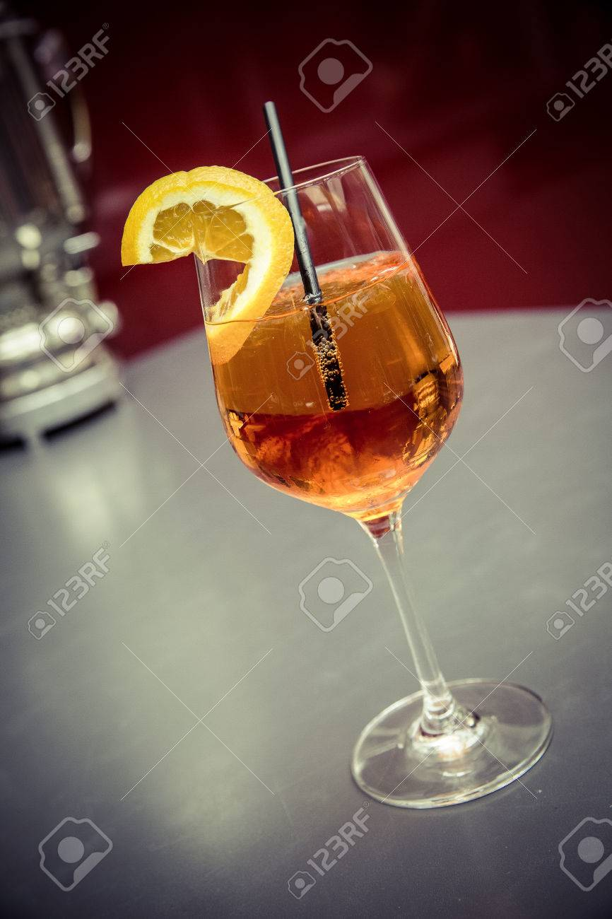 cocktail aperol spritz with straw and orange slice Standard-Bild - 61502318