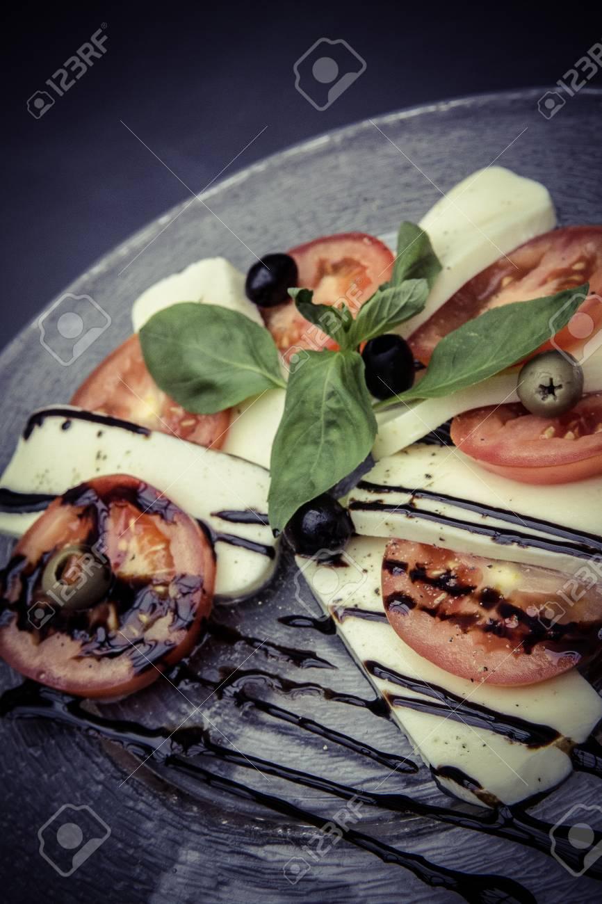 fresh caprese salad Standard-Bild - 61502319
