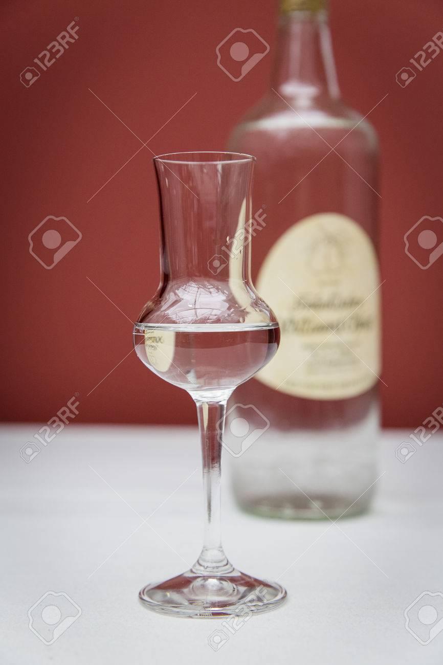 clear hard liquor Standard-Bild - 61502322