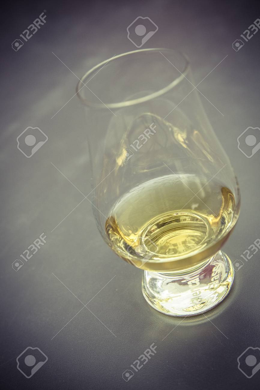 golden whiskey glass without ice cube Standard-Bild - 61502348