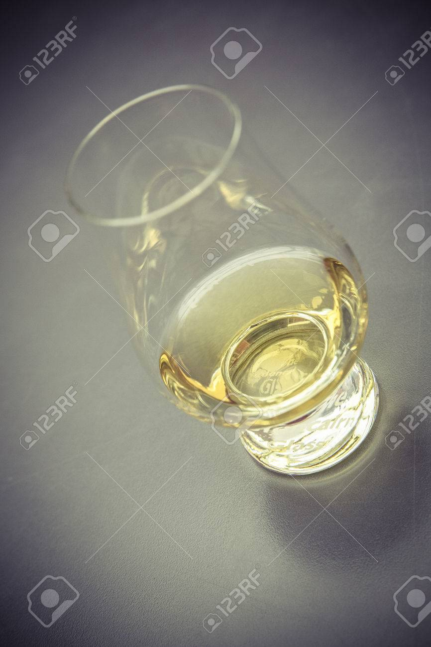 golden whiskey glass without ice cube Standard-Bild - 61502408